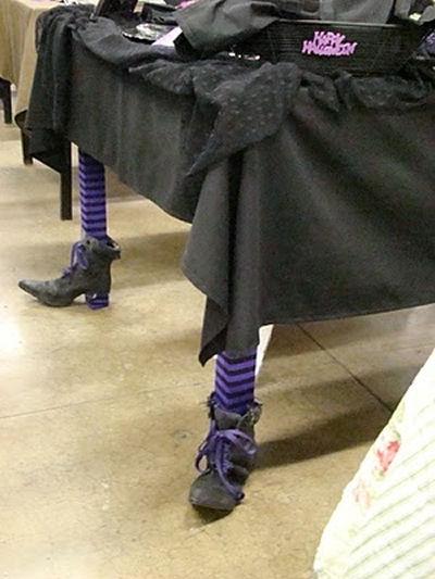 Witch's Feet Tableleg Decoration