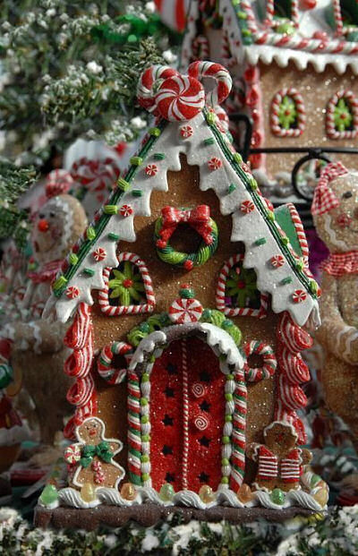 Gingerbread house with Gingerbread people cookies