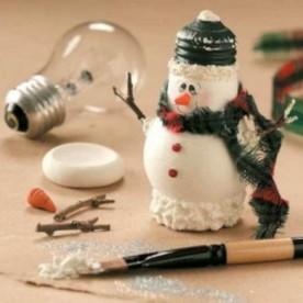 Lightbulb Snowman DIY craft project