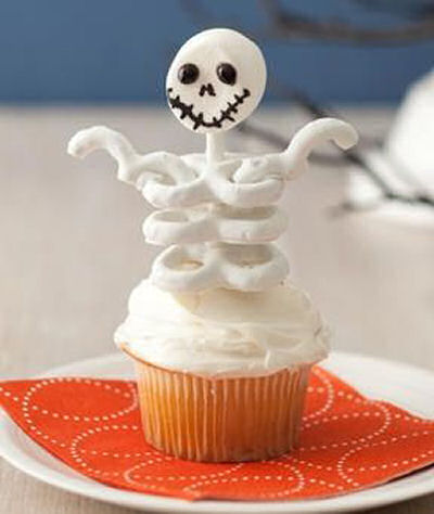 Halloween Creepy Skeleton Cupcakes