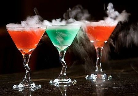 Smoking martini cocktails will really set the mood at your Halloween ...