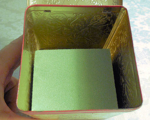 Foam in the tea tin
