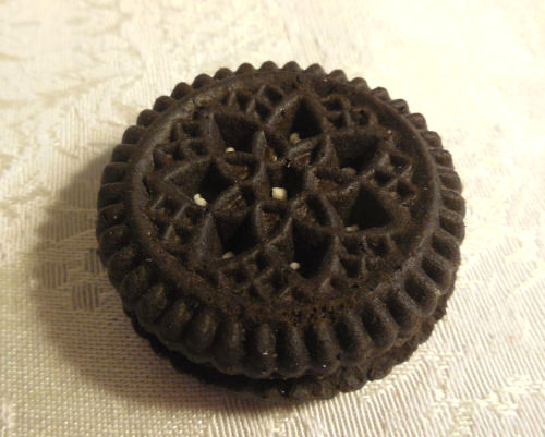 Sugar free small oreo style cookie
