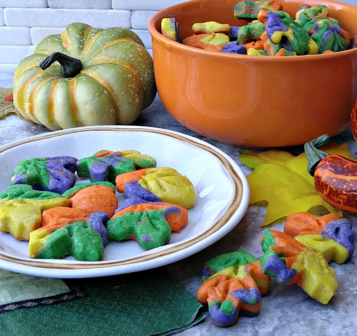 Look at the vibrant colors of these Thanksgiving autumn leaf cookies!