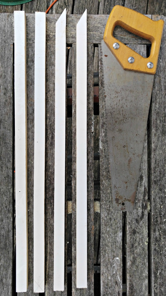 Cut the wood and angle one side of the pieces.
