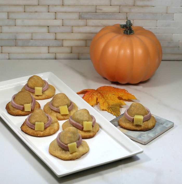 Pilgrim hat appetizer with pumpkin and leaves.