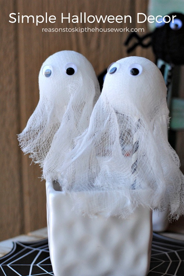 DIY foam ghosts from reasonstoskipthehousework.com