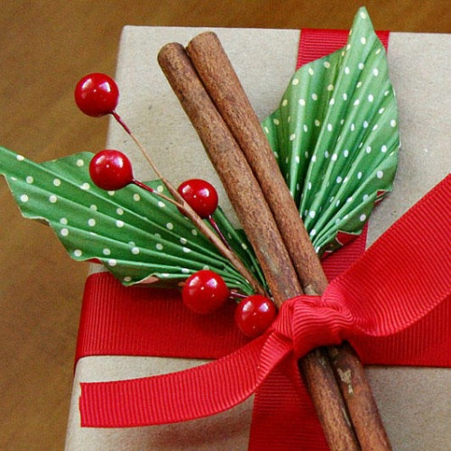 Festive berry sprig with cinnamon sticks from fiskars.com