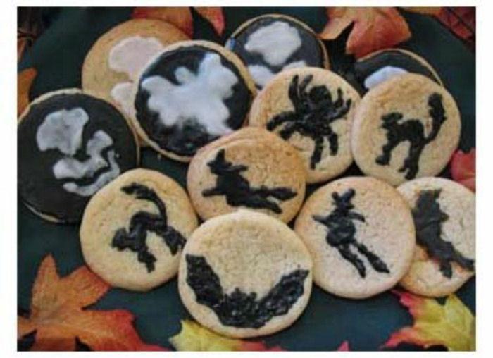 Stencilled Halloween cookies