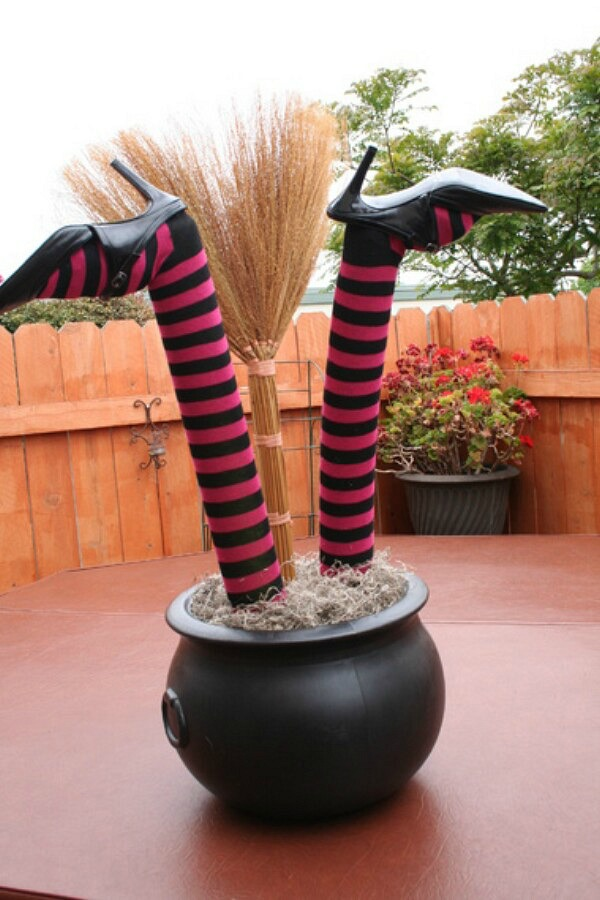 Witch legs planter from halloweenforum.com