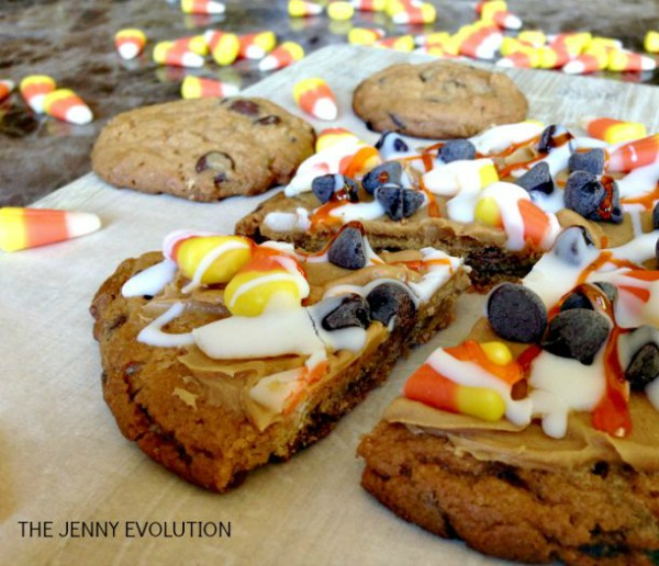 Candy corn pizza cookie from thejennyrevolution.com