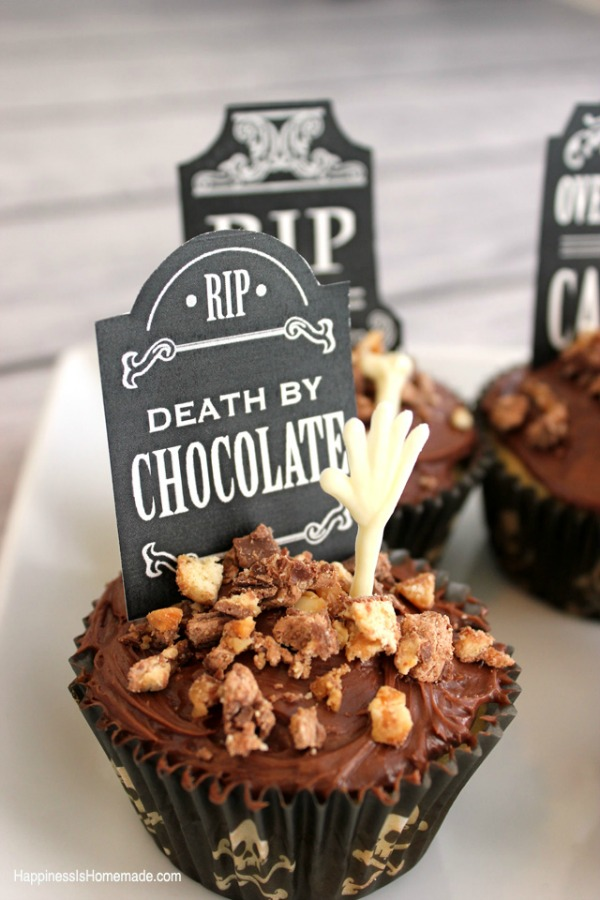 Halloween graveyard cupcakes from hapinnessishomemade.net