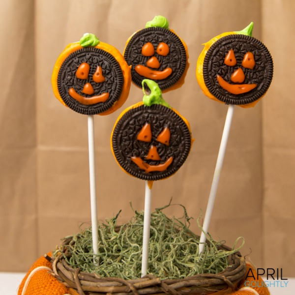 Oreo Pumpkin Lollipops from aprilgolightly.com
