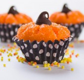 Pumpkin shaped chocolate truffles from mollymel.blogspot.com