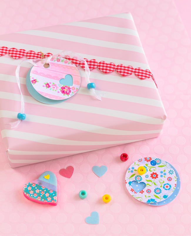 This DIY Valentines Day Gift Tag  is simple to do and needs just a few tools and supplies.  Today's featured project from my friend Regina at mollymel.blogspot.com