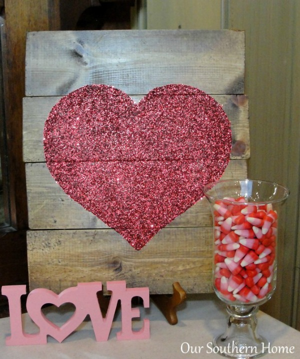 Mod Podge Heart Art from http://oursouthernhomesc.com