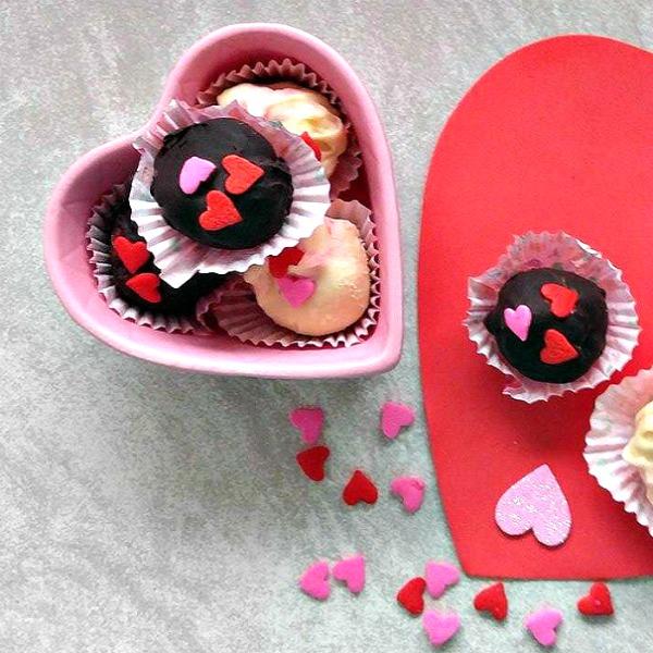 Raspberry cheesecake truffles for Valentine's day