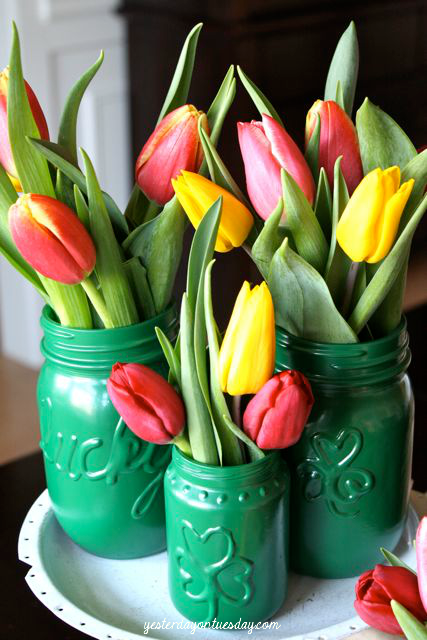 Welcome spring with these St Patrick's day mason jar vases from yesterdayontuesday.com