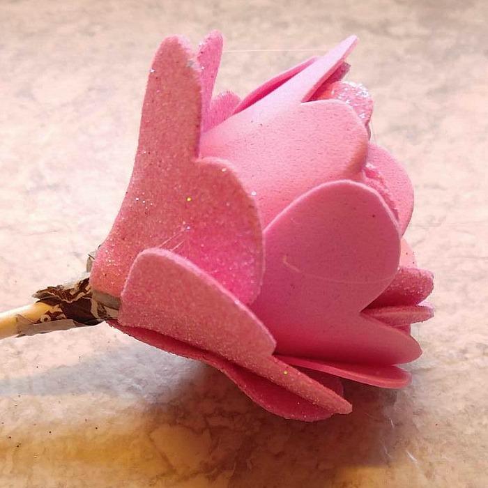 Open petal Tootsie Pop Flower Valentine