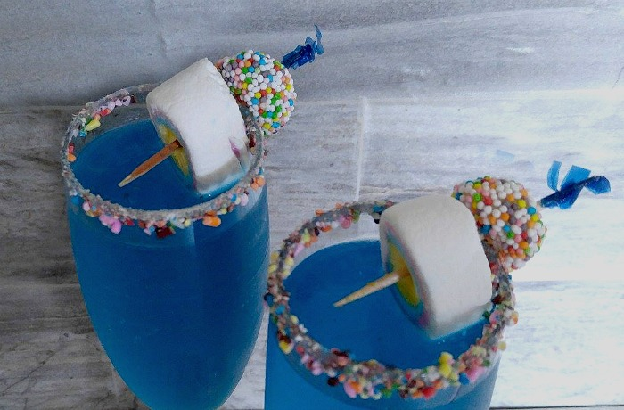 Garnishing the glasses with sprinkles