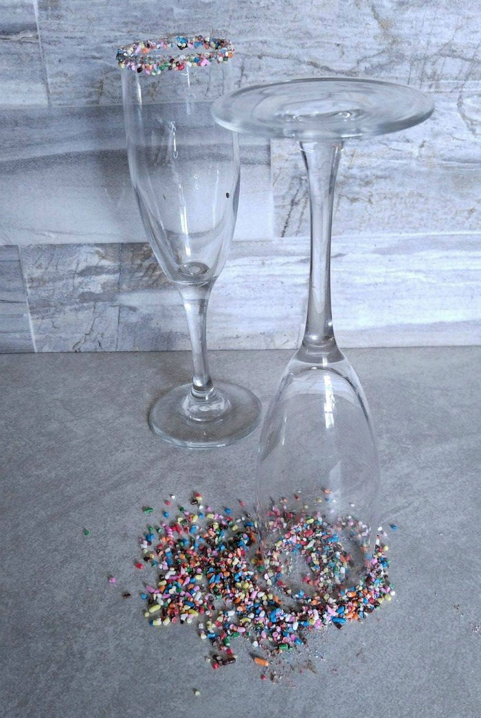 Dip the rim of the glasses in sprinkles