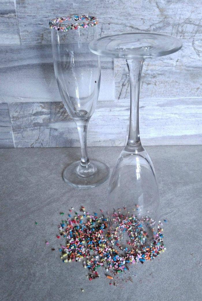 Dip the rim of the glasses in sprinkles
