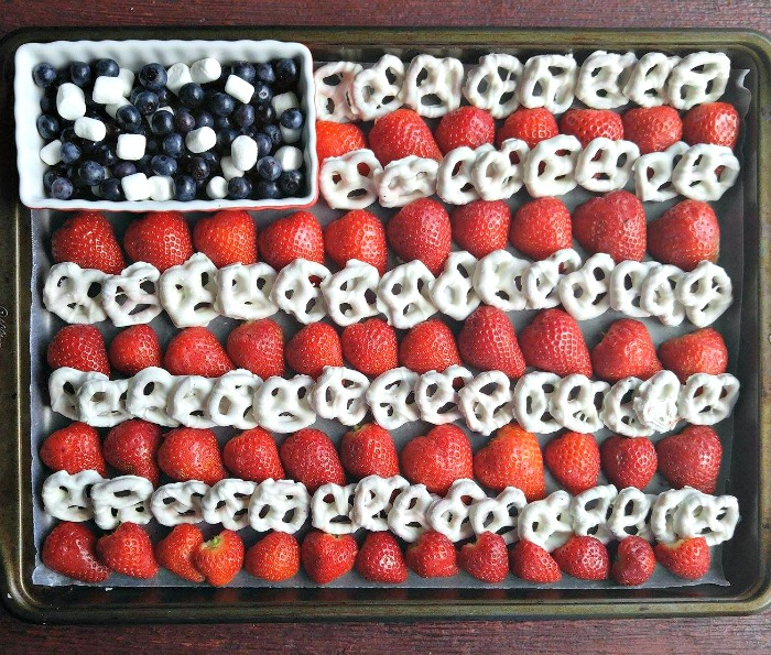 Easy 4th of July Fruit platter
