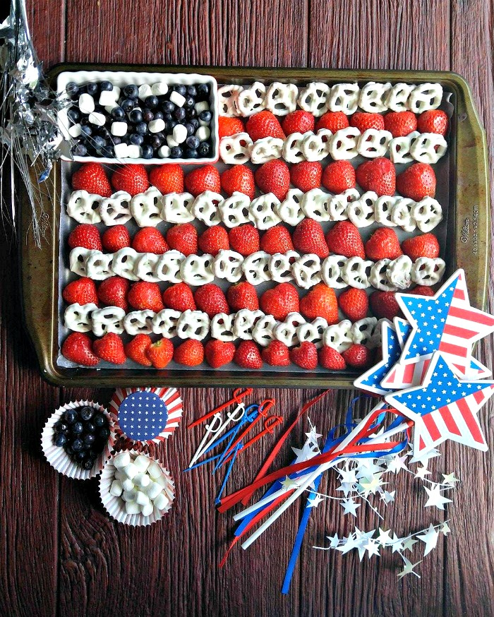 This Easy 4th of July Fruit platter makes a great table centerpiece