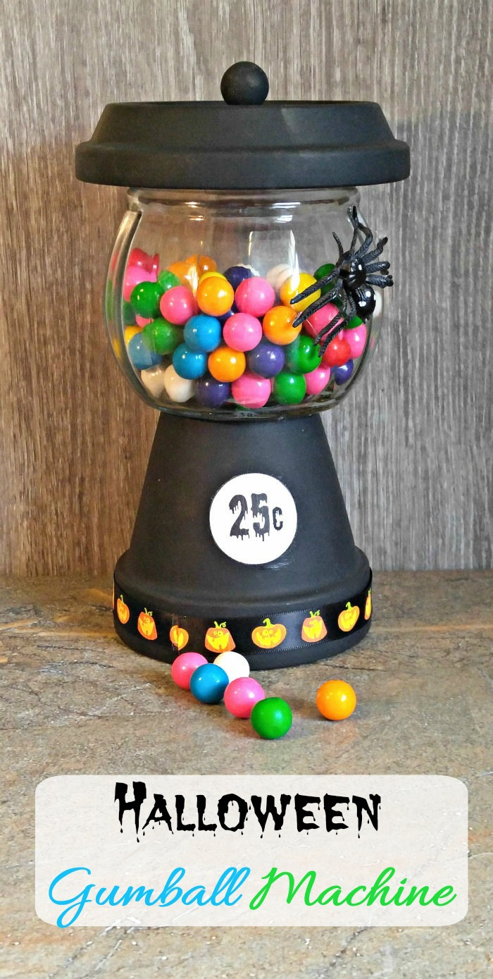 This Halloween Bubble Gum Machine is super easy to make and great for a Halloween party. #gumballmachine #Halloween