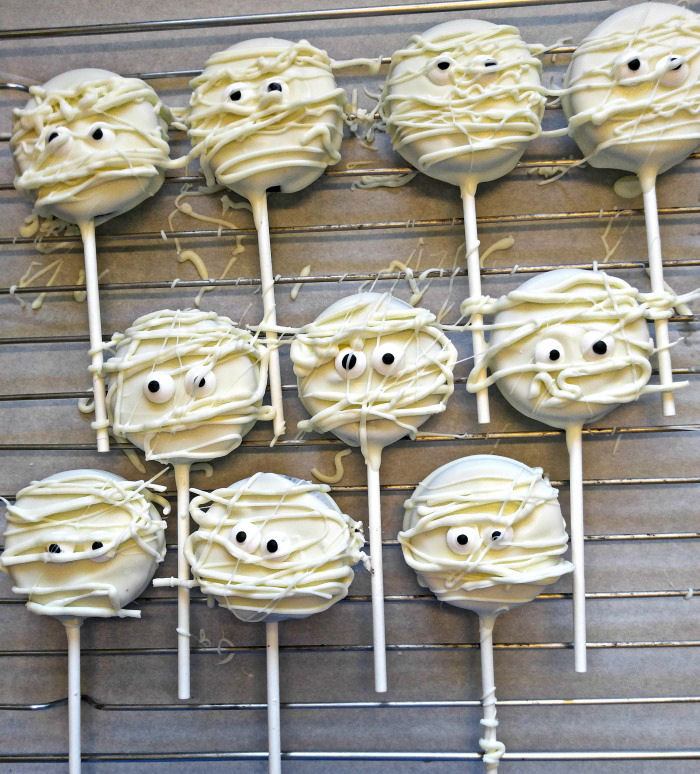 Finished mummy cake pops