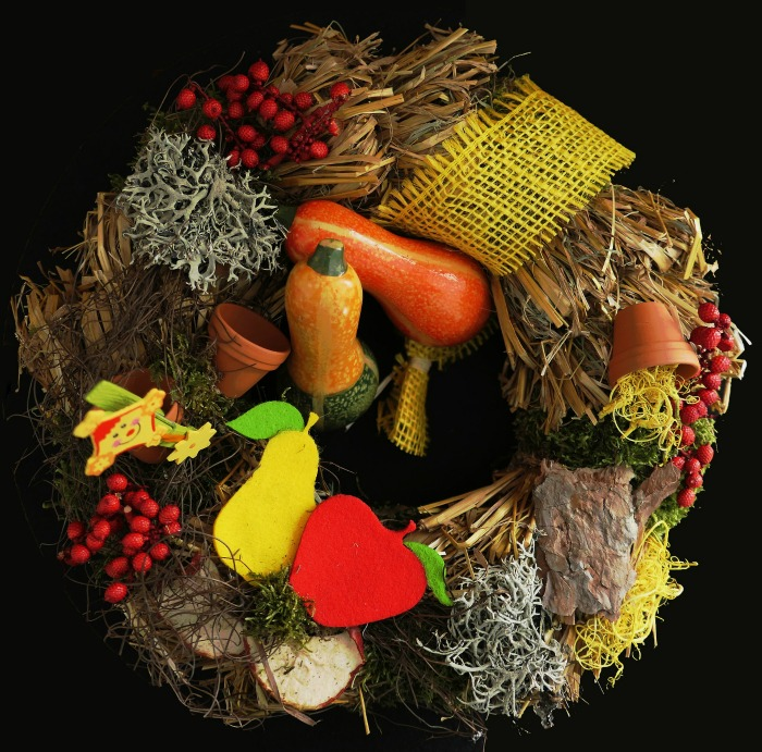 Autumn wreath with gourds and fall items