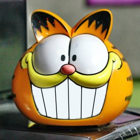 Garfield the cat clock