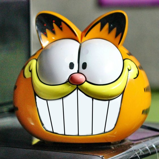 Garfield the cat clock
