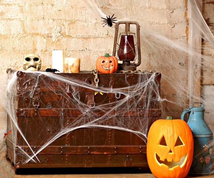 Halloween entry with spiderwebs, p   <div data-shortcode=