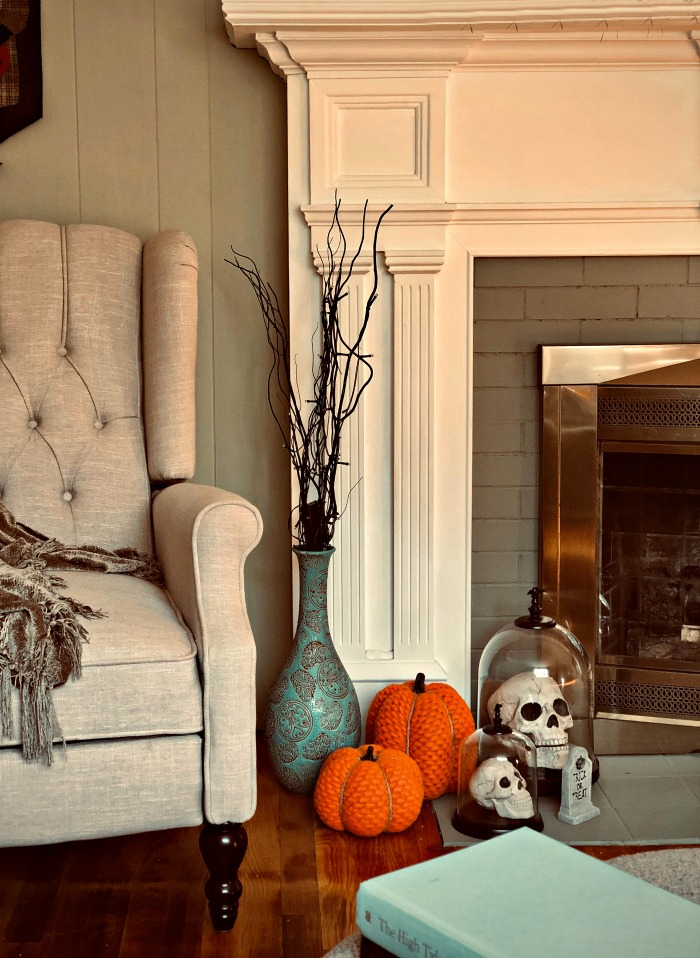 DIY Halloween decorations for a fireplace