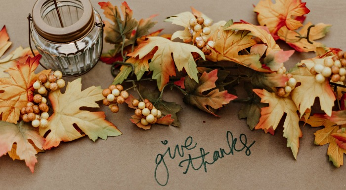 Fall table with the words Give Thanks