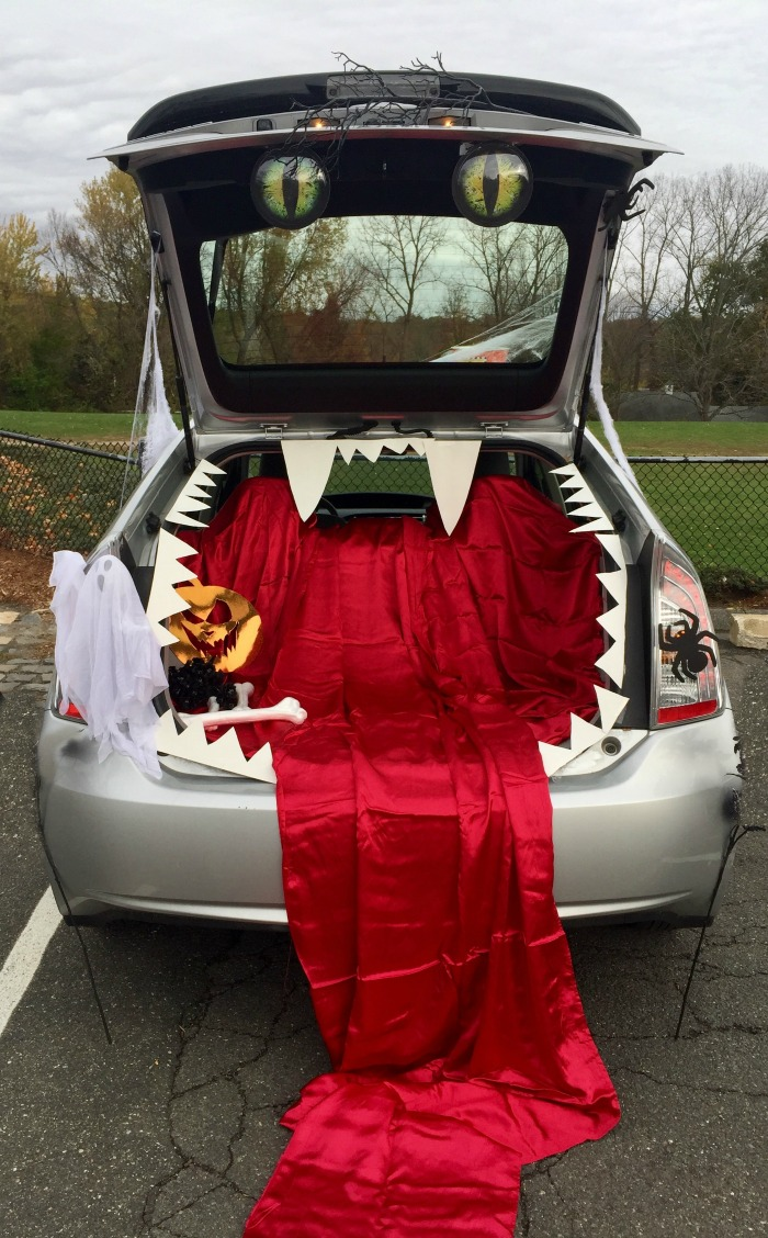 Halloween car decorations - A Car trunk decorated like a mouth and blood.