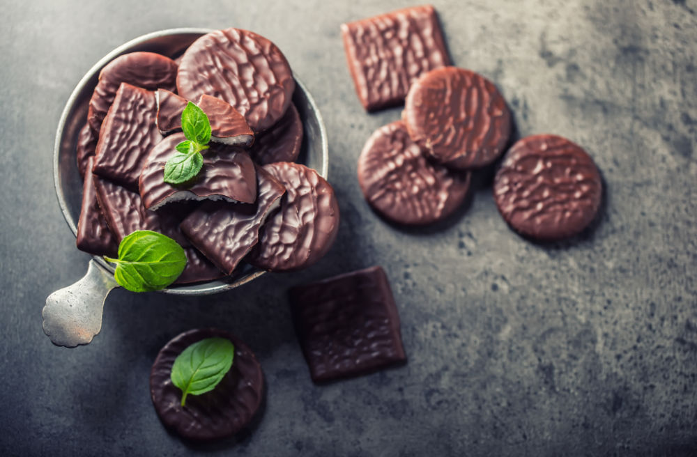 Chocolate mint cookies with mint sprigs.
